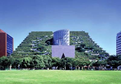 Озелененное здание-парк префектуры в Японии