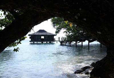 Благотворительный эко-курорт Ратуа на частном острове в Океании