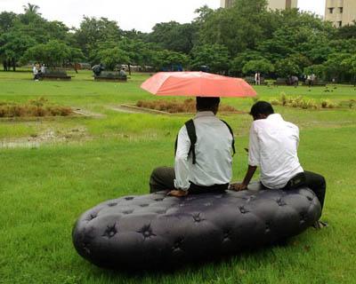 Садовая скамейка как сборщик дождевой воды
